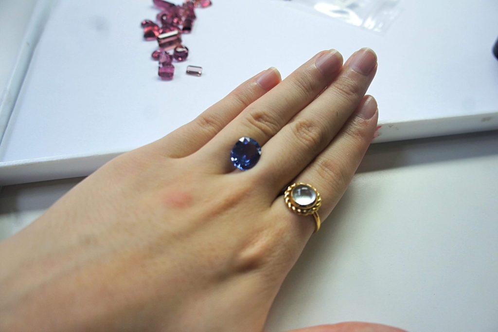 チャンタブリ 宝石市場 仕入れの様子